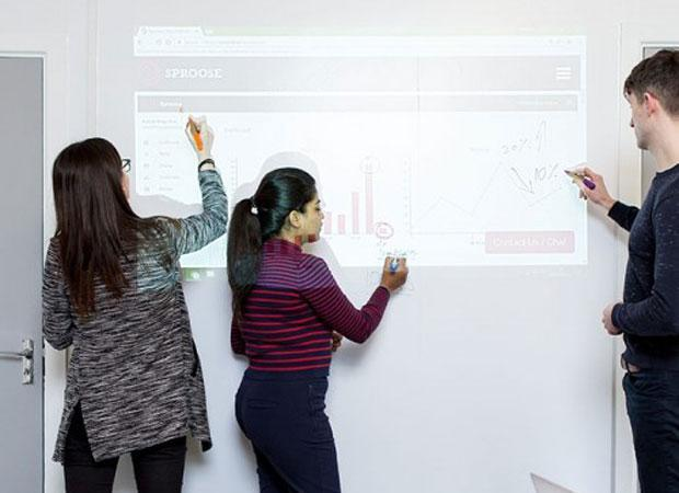 Simultaneously writing and projecting on Smart Whiteboard Wallpaper Low Sheen